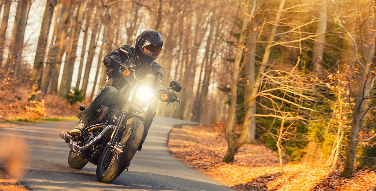 Auf dem Motorrad sicher durch den Herbst