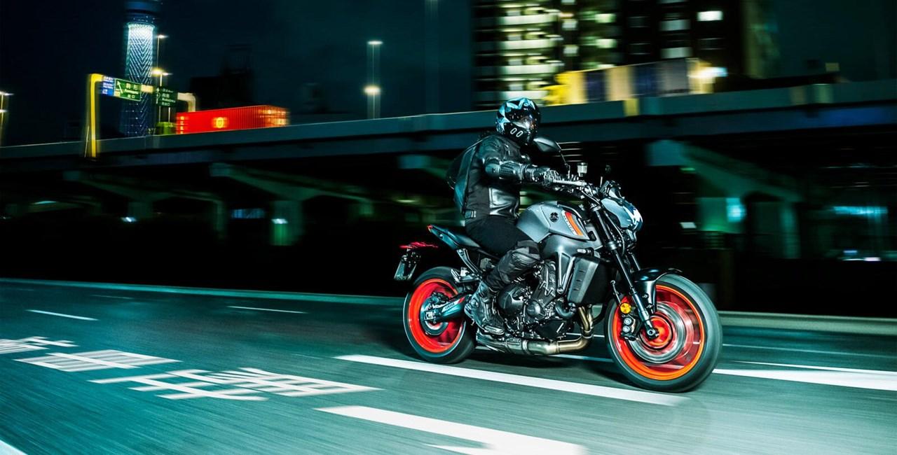 Yamaha MT-09 2021 - die dunkle Seite Japans schlägt zurück