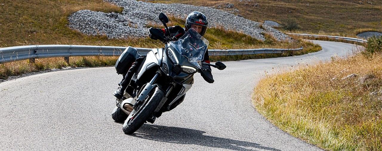 Drei Pirelli-Reifen für die neue Ducati Multistrada V4