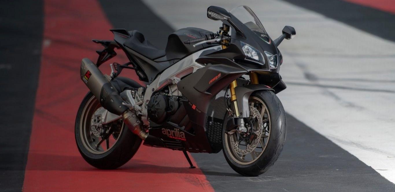 Die neueste Entwicklung der RSV4-Familie - ein Motorrad mit klaren Linien und erfolgreicher Historie - 7 Weltmeistertitel.