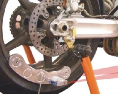 Laser Fahrwerks-Check Das  Vermessungs-System ermöglicht einen schnellen, kostengünstigen und praxisgerechten Fahrwerks-Checkfür Tätigkeitsfeld im Fahrzeugbereich Sport-, und Tourenmotorräder  schneller, lasergenauer Spur-Check  zur Kontrolle...