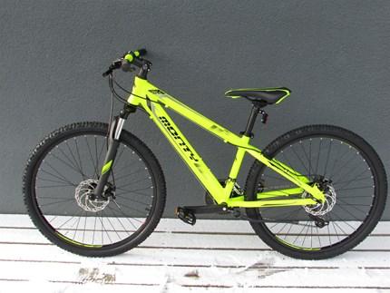 """Monty MONTYAb sofort ist diese neue Fahrradmarke bei uns erhältlich. Komm vorbei und schau dir die Kinderräder an - es lohnt sich.REIFEN: 24 ? / GRÖSSE : 12 ?REIFEN; 26"""" / GRÖSSE: 13"""", 16""""Das KY7 ist ein Mountainbike für Kinder..."""