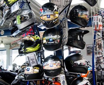 Wir bieten Ihnen:NeumotorräderGebrauchtmotorräderMotorradbekleidungMotorradzubehör