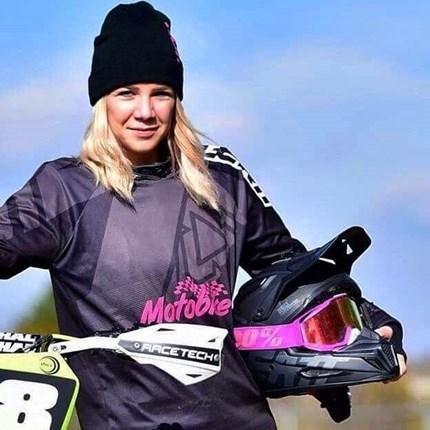 Carola Vögel auf einer Husqvarna FS 450 2018 !!!