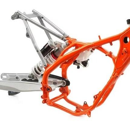 Höher & Tiefer Fahrwerksumbau niedrigHabt Ihr Probleme das Euer Motorrad zu hoch ist? Wir bieten Euch eine Modifikation an, welche es erlaubt die Sitzhöhe zwischen 1cm und 7cm zu reduzieren. Ermöglicht wird das durch eine Anschlagreduzie...