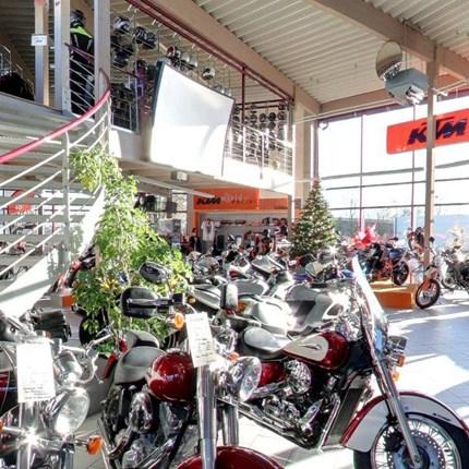 Über uns Seit über 20 Jahren steht der Name Stöbe in der Region Aachen für Tradition, Erfahrung und Kompetenz rund um das Thema Motorrad, Technik und Zubehör.Aber Stöbe Motorräder ist noch viel mehr. Ein Team von begeisterten Mensc...