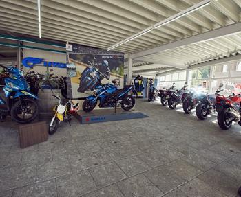 Unsere Serviceleistungen im Überblick!- Ersatzteile- Gebraucht- und Neufahrzeuge- Motorradverleih- Werkstatt- Zubehör