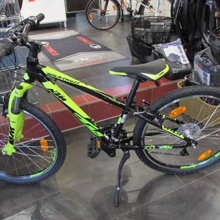 KTM Wild Cross 24.18 schwarz/grün KTM Wild Cross 24.18Rahmen: Wildcross 24 AlloyframeFarbe: schwarz/grünSchaltung: Shimano TY21Reifen: Rubena V75 Skylla 50-507Gesamtgewicht: 12,8kg