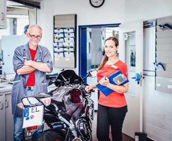 Wir reparieren Ihr Bike schnell & zuverlässig.Bei uns wird SERVICE groß geschrieben. Unsere Mitarbeiter werden laufend durch Schulungen und Weiterbildungen direkt bei den Herstellern weiterqualifiziert. Unsere Motorradwerk...
