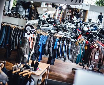 Einkaufsgutschein25,00 € – 500,00 €im Wert von 25 EUR – 500 EURDie perfekte Geschenkidee für BikerDiesen Einkaufsgutschein können Sie für alle Bikes, Fahrerausstattungen, Zubehör oder Service-Leistungen in Anspruch nehmen!...