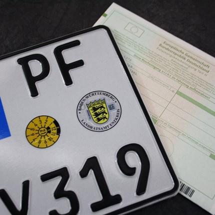 Zulassungsservice Motorrad Du hast dein Fahrzeug bei uns gekauft. Dann können wir in unserer Region auf Wunsch auch die Zulassung für dein bei uns gekauftes Fahrzeug erledigen.Vorab kannst du gerne schon folgenden Papierkram von daheim aus erledigen...