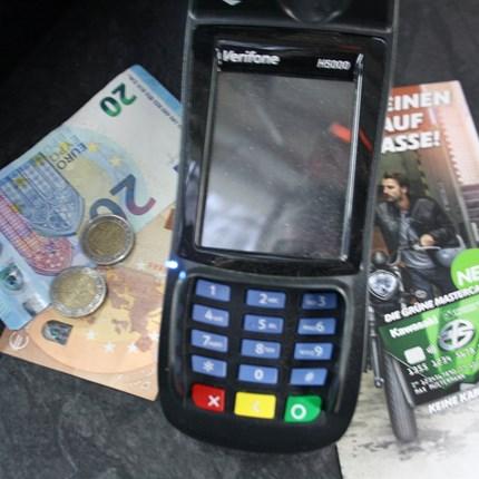 Zahlungsarten Welche Zahlungsweisen/Arten bieten wir an?1. BarzahlungDie Bezahlung von Fahrzeugen erfolgt in der Regel in Form von Bargeld (aufgrund Geldwäschegesetz bis maximal 9000 Euro) oder per Überweisung.Wir behalten uns vor, den ...