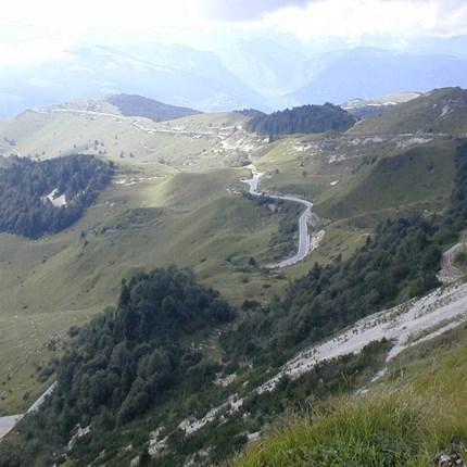 Trentino 2021 Trentino 2021 Vom 24.05. – 30.05.21Geeignet für geübte Tourenfahrer mit guter Kondition,das Fahren in den Alpen, mit den Besonderheiten wie u. a. Spitzkehren, steile Auf- und Abfahrten, enge Straßen sollte sicher beherrsch...