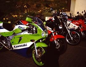 Der TÜV-Rheinland ist jedeWoche Montag oder Dienstag bei uns im Hause und führt TÜV-Abnahmen, Abgasuntersuchungen oder Leistungsänderungen an Ihrer Kawasaki, Honda, Aprilia, Suzuki, Yamaha oder Oldtimer durch. Melden Sie s...