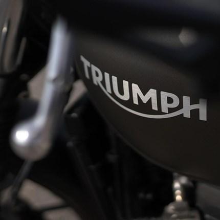 Nuestra Empresa SOBRE GRUPO MÁQUINA MOTORS:Las actividades deGrupo Maquina Motors comprenden no sólo la comercialización de motocicletas nuevas, de ocasión y bicicletas, sino también servicios de taller, venta de accesorios, boutique, lu...