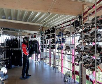 Erleben Sie den STÖBE Bekleidungs-Service hautnah. Wir werden wie immer unser Bestes tun, damit Sie auch in dieser Saison in Sachen Biker-Fashion, natürlich auch markenspezifisch, wieder gut bei uns aufgehoben sind.Markenq...