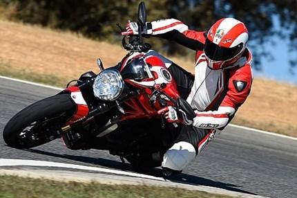 Ducati Monster 1200 R im Fahrbericht