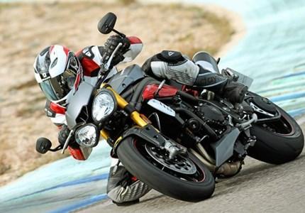 >> Testbericht zur neuen Triumph Speed Triple R<<