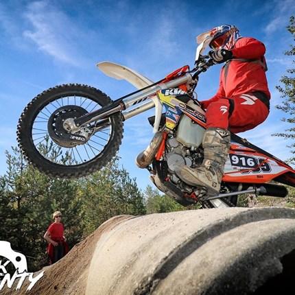 #AlexBeck 339 #AlexBeck 339 #Bike: EXC 300 u. EXC-F350 Instagram: b_alex339https://instagram.com/b_alex339?igshid=pobrrjcvravlErgebnisse 2020:Dritter Platz, 3H Enduro Lauf in Lederhose 18.10.2020Ergebnisse 2019:Dritter Platz, 3H Echt C...