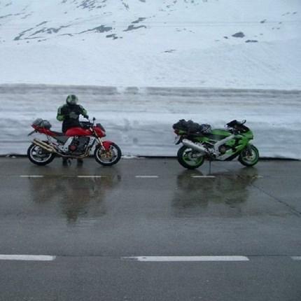 Überwinterung inkl. Sicherheitcheck Alle Jahre wieder stellt sich die Frage, wohin mit dem Zweirad in der kalten Jahreszeit? Gerne können Sie Ihr Bike zum Winterschlaf zu uns bringen, dann erleben Sie im Frühjahr keine bösen Überraschungen. Entspannt überwin...