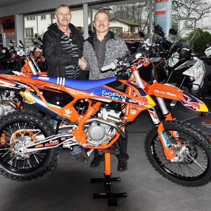 """Fahrzeugübergabe Wir wünschen den neuen """"KTM-Besitzern"""" viel Spaß und stets GUTE FAHRT!!Motobike-Team, Bregenz"""