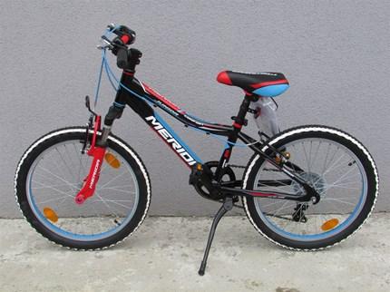 """Merida Junior Comfort 20"""" Cooles Merida Junior Comfort RadGröße: 20""""Rahmen: AluBremse: V-BrakeSchaltwerk: ShimanoFarben: rot/blau und blau grünJetzt nur € 269,--"""