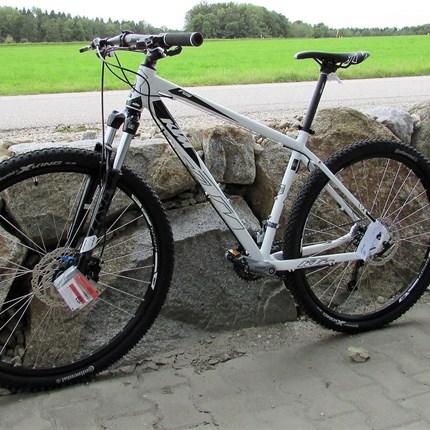 "KTM Ultra Fun 29"" KTM - Ultra Fun 29"" 19""/48/27G> Art: Sport> System: Hardtail> Material: Alu> Farbe: weiß> Reifen: Continental X-King Sport 55-584> Rahmengröße: 48 cm> Gesamtgewicht: 14,7 kg"