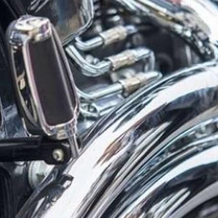 Customizing und Tuning Rennfahrer nutzen schon seit Jahren die Möglichkeit, durch Tuning Leistung und Fahreigenschaften ihres Motorrades zu optimieren. Motor, Getriebe, Fahrwerk, Karosserie und Reifen werden dabei perfekt aufeinander und auf den...