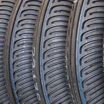 Motorrad Reifenservice Regelmäßiger Reifenservice erhöht die Lebensdauer Ihrer Motorradreifen.Luftdruck, Profiltiefe und Alter Ihrer Motorradreifen können und sollten Sie jedoch selbst kontrollieren.Luftdruck: Alle zwei Wochen oder vor jeder gro...