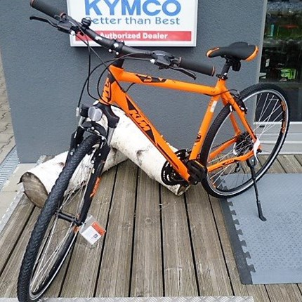 KTM Life One 24 HE 51 Life One 24 HE 51Rahmen: Alloyframe AI6061Farbe: orange mattSchaltung: Shimano HG31-811-32Reifen: Rubena V71 sepia 42-622Gesamtgewicht von 13,9 kg