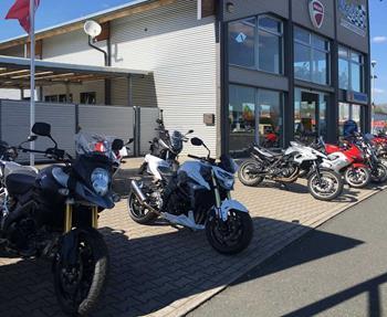 HONDA-, SUZUKI-, SYM-und KSR-Vertragshändler, Freie Werkstatt für Motorräder aller Art -freie Ducati-Werkstatt -Neu- und Gebrauchtfahrzeuge, Inzahlungnahme gebrauchter Motorräder -TÜV / Sondereintragungen, Umbauten aller ...