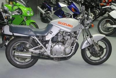 GSX 750 S Katana