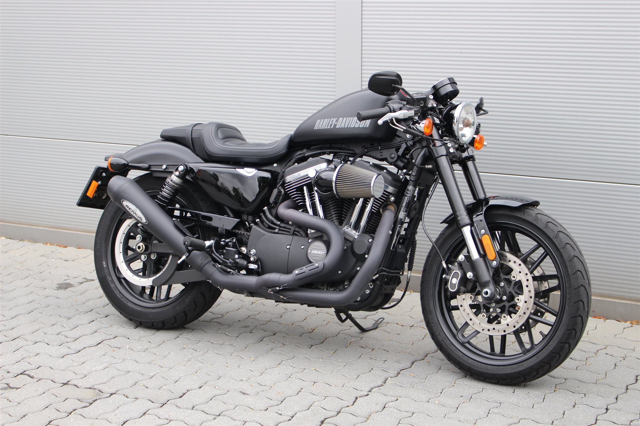 gebrauchte harley davidson sportster xl 1200cx roadster erstzulassung 2016 8000 km preis. Black Bedroom Furniture Sets. Home Design Ideas