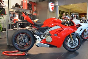 Offer Ducati Panigale V4 S