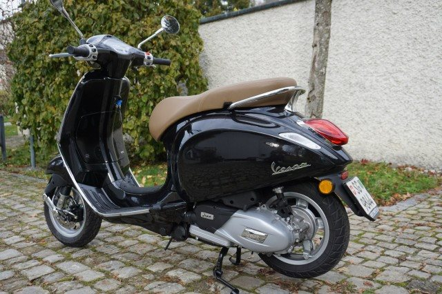 gebrauchte vespa 125 primavera baujahr 2018 250 km. Black Bedroom Furniture Sets. Home Design Ideas