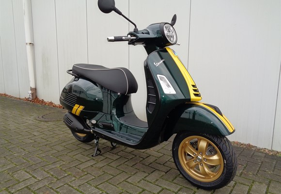 Vespa GTS 300 Super Racing Sixties