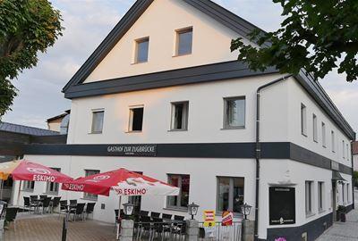 """Motorrad Hotel Landgasthof """"Zur Zugbrücke"""" Familie Schiefer"""