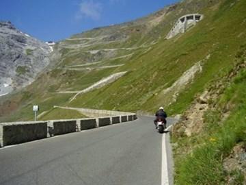 Motorrad Tour Pässe, Berge, Kurven bis zum...............