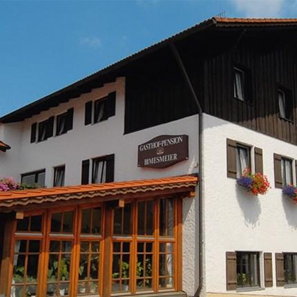 """Rottal Tour Tagesfahrt RottalWie gewohnt trafen wir uns um 9:00 Uhr beim Streifeneder in Oberahrain. Da es noch recht frisch war, """"tauten"""" wir die ersten Mitf..."""