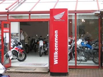 Motorrad Termin NEO SPORTS CAFE Vorstellung