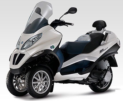 piaggio roller mit drei r dern motorrad bild idee. Black Bedroom Furniture Sets. Home Design Ideas