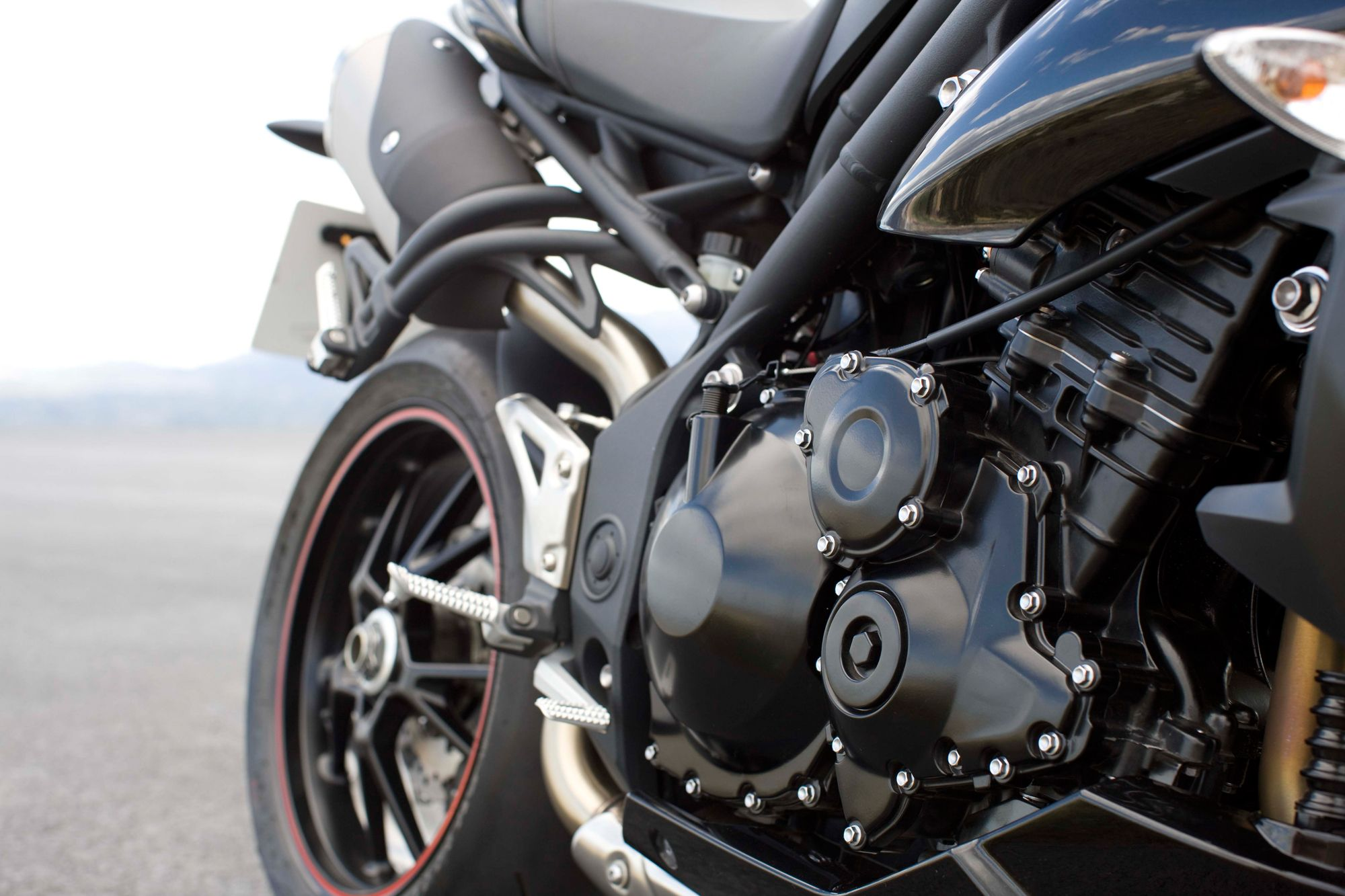 triumph speed four 600 technische daten Ducati monster 1200 and 1200 s - first ride thanks to brembo monobloc m50 4-piston front calipers pinching 330mm semi six-speed: final drive|chain: front.