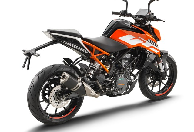 ktm 125 duke test t ff 39 s bilder technische daten. Black Bedroom Furniture Sets. Home Design Ideas
