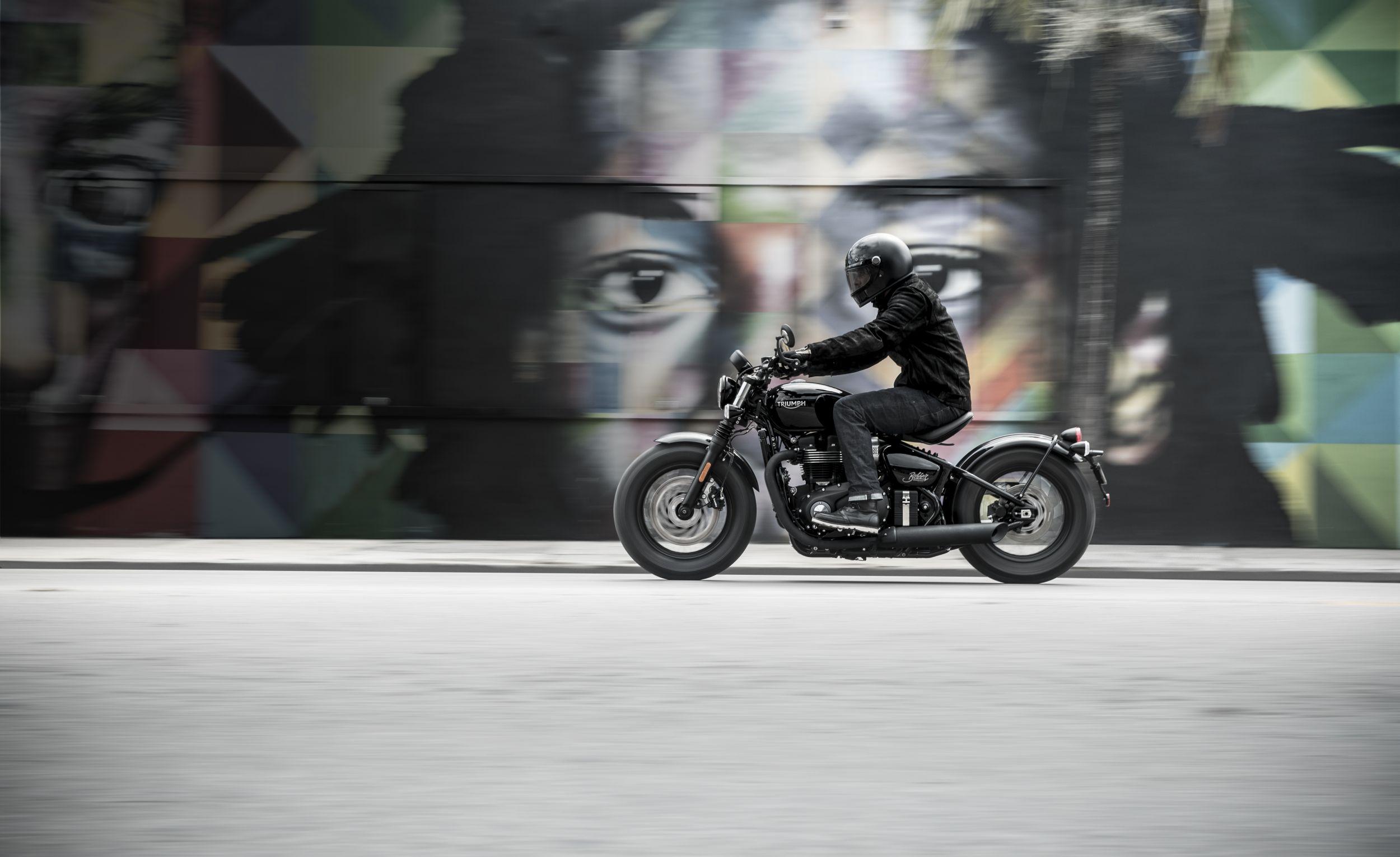 motorrad occasion triumph bonneville bobber black kaufen. Black Bedroom Furniture Sets. Home Design Ideas