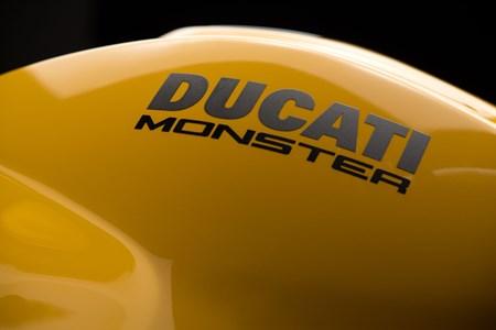 Monster 821