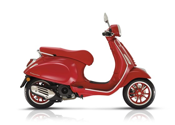 Vespa Primavera 125 (RED)