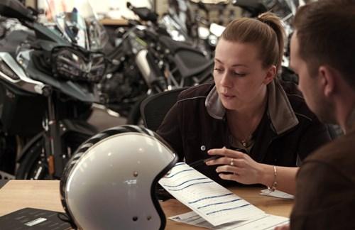 Motorradverkäufer(-in) ab sofort gesucht!