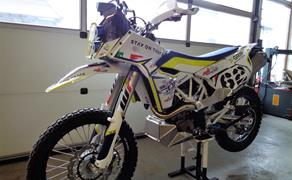 Detailansicht >>> HUSQVARNA 701 RALLY powered by mbMotoparts-RACING <<<