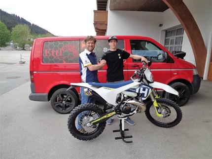 >>>HUSQVARNA TE250i 2018 --> ÜBERGABE<<<  >>>HUSQVARNA TE250 i 2018 Übergabe Wir gratulieren unserem treuen Kunden Manuel Ettl zu seinem neuen HARDCORE Enduro-Bike!!!! ... Weiter >>