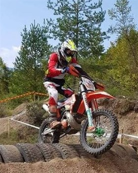 "Christopher Vieghofer als jüngster Finisher in der Expert Klasse beim Extreme Enduro Lika ""Land of the Wolf"""